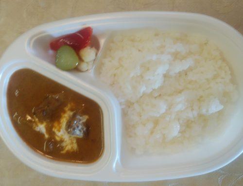 テイクアウト。松阪牛カレー¥1500(サラダ付)シーフードカレー¥1000(サラダ付)等々始めました。